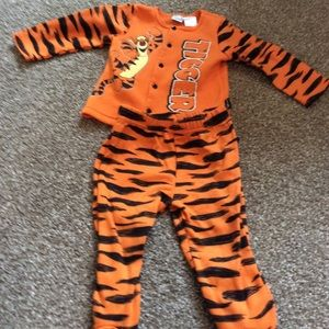 Tigger two piece Outfit by Disney
